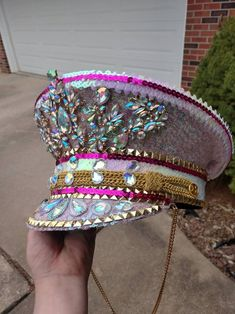 A handmade and made to order iridescent pink captain hat. Hat may be modified and I also take custom orders. Get yours today before orders fill up Festival Outfits, Festival Fashion, Disco Costume, Mardi Gras Outfits, Funky Hats, Types Of Hats, Hat Hairstyles, Outfits With Hats, Girl With Hat