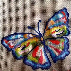 Butterfly Cross Stitch, Cross Stitch Bird, Cross Stitch Borders, Cross Stitch Animals, Modern Cross Stitch, Cross Stitch Flowers, Cross Stitch Designs, Cross Stitching, Cross Stitch Embroidery