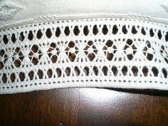 Ho visto questa sfilatura su un vecchio Rakam ed ho voluto provarla prima su un pezzetto di stoffa e poi ho realizzato un piccolo cusc...
