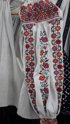 Embroidered Clothes, Embroidered Blouse, Aboriginal Clothing, Polish Embroidery, Ethnic Fashion, Womens Fashion, Ukrainian Dress, Costumes Around The World, Folk Clothing