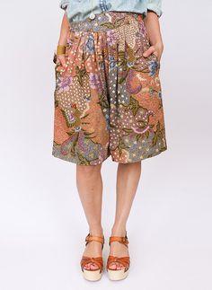 Vintage Batik short @ www.secondhandnew.nl