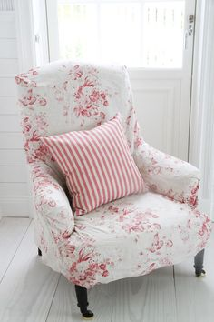 Shabby Chic Slipclovered Wing Back Chair Vintage Chenille. The Empty Nest: How To Slipcover A Bullet Hole. Home and Family Cottage Shabby Chic, Rose Cottage, Shabby Chic Style, Shabby Chic Decor, Cottage Style, Wingback Chair Slipcovers, Fabric Armchairs, Chair Fabric, Chintz Fabric