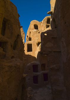 Nalut ksar - Libya   The old town of Nalut has a huge ksar, …   Flickr Eric Lafforgue, Templer, Vernacular Architecture, African Countries, North Africa, Holiday Travel, Continents, Old Town, Tripoli