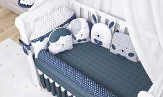 O kit berço do Quarto de Bebê Amiguinhos Azul Marinho só fica completo se for com as almofadas de brincar! Em formatos de bichinhos, elas servem para as primeiras brincadeiras e para dar mais conforto dentro do berço!