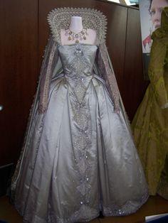 Crinolines et Cie : Costume Renaissance Femmes Mode Renaissance, Costume Renaissance, Renaissance Dresses, Renaissance Fashion, Elizabethan Dress, Elizabethan Fashion, Medieval Dress, Vintage Outfits, Vintage Gowns