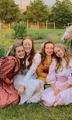 Amybeth Mcnulty, Gilbert And Anne, Anne White, Gilbert Blythe, Anne With An E, Anne Shirley, Cute Actors, Cuthbert, Kindred Spirits