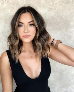 Tia booth short hair - All For Hair Color Trending Brown Hair Balayage, Hair Color Balayage, Hair Highlights, Brunette Balayage Hair Short, Partial Balayage Brunettes, Balyage Short Hair, Medium Brunette Hair, Brown Blonde Hair, Bayalage