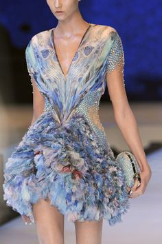 Alexander McQueen at Paris Fashion Week Spring 2010 - Fashion Show Love Fashion, Fashion Art, High Fashion, Fashion Show, Fashion Details, Trendy Fashion, Style Fashion, Feather Fashion, Fashion Quotes