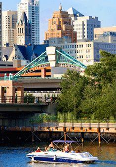 Milwaukee River - Third Ward & Downtown - sightseeing cruise.
