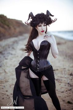 Patricia Belda Martinez Photography: Wright Aperture Images headdress: Jumeria Creations corset: Puimond progressive corset design latex Lady Lucie Latex