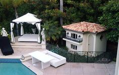 Paris Hilton Dog House, luxury small dog house exterior - Redesign ...