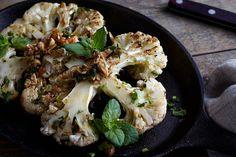 Przepis na Stek z kalafiora - VIDEO Cauliflower, Vegetables, Food, Cauliflowers, Essen, Vegetable Recipes, Meals, Cucumber, Yemek