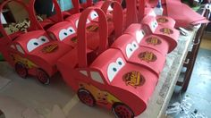 COMO HACER DULCERO FOMI CARS DIY - HOW TO MAKE CARS Kids Birthday Themes, Birthday Party Decorations, 2nd Birthday, Car Themed Parties, Cars Birthday Parties, Disney Cars Party, Race Car Party, Car Themes, Mc Queen