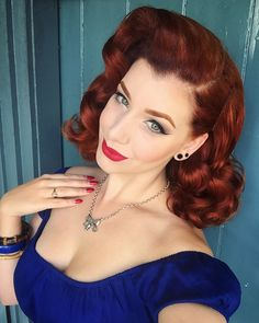 Thinking about dying my hair this color. ( Check her out, she's gorgeous! Rockabilly Hair, Rockabilly Fashion, Rockabilly Style, 1950s Fashion, Vintage Fashion, Women's Fashion, Retro Hairstyles, Wedding Hairstyles, Vintage Girls