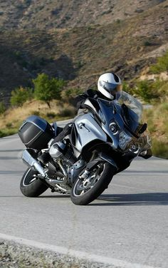 Classy tourer has all mod cons - and goes like a bat out of hell Bmw Motorbikes, Bmw Motorcycles, Bmw Touring, Bmw R1200rt, Bavarian Motor Works, Power Bike, Sport Bikes, Yamaha, Vehicles