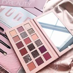 We just love to love new make-up products! Eyeshadow blush highlighter that you call … – Makeup Makeup Blog, Makeup Tools, Makeup Brushes, Makeup Set, Love Makeup, Makeup Ideas, Unique Makeup, Makeup Style, Nude Eyeshadow
