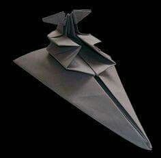 What would Star Wars be without the spaceships? For UK artist Martin Hunt, the way to portray them is through this complex Star Wars origami art. Origami Ball, Origami Plane, Instruções Origami, Origami Dragon, Origami Folding, Origami Design, Oragami, Paper Folding, Origami Artist