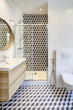 © Re # Bathroom inspiration. Geometric tiles make this bathroom a special place. Narrow Bathroom, Downstairs Bathroom, Bathroom Wall, Modern Bathroom, Bathroom Interior, Small Bathrooms, Stairs In Living Room, House Stairs, Bathroom Assessories