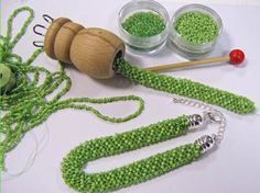 Bastellanleitung Rocaillesarmband aus der Strickliesl