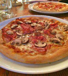 Die beste Pizza! Der beste Pizzateig! Wer danach sucht, wird hier fündig – zumindest wer meinen Geschmack teilt :-) Bei uns gibt es alle paar Wochen zuhause Pizza. Zumindest seit ich den perf…