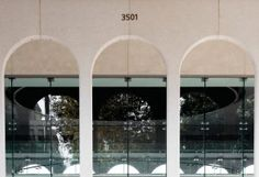 Sometimes elegant design hides in plain sight. So it is with the arch, a simple wonder of architecture. At USC's University Park Campus, rounded and pointed arches are so common that you can't blame busy students for walking by them … Arcade, Windows, Canning, Architecture, Modern, Image, Design, Arquitetura, Trendy Tree