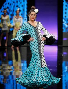 SIMOF 2018: el desfile de Sara de Benítez, en fotos / Raúl Doblado Dresses With Sleeves, Gowns, Sewing, Formal Dresses, Long Sleeve, Designers, Beauty, Fashion, Polka Dot Outfit