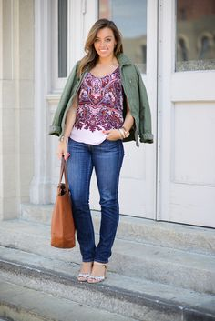 cute top, jeans, and sandals