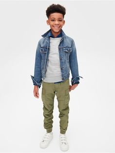 Get your boy's wardrobe ready for cooler weather with perfectly put together outfits from Gap! I love this outfit with a gray logo Graphic Pullover Sweater, denim jacket, olive green pants, and white sneakers. Tween Boy Fashion, Tween Boy Outfits, Boys New Fashion, Outfits Niños, Little Boy Fashion, Tween Boy Style, School Outfits, Latest Fashion, Child Fashion