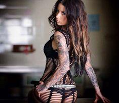 Tattooed model Rachel EatsOreos