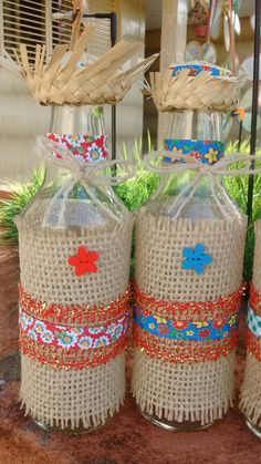 Beautiful souvenirs for Festa Junina I gathered in this post beautiful ideas of Party Favors. Wine Bottle Crafts, Bottle Art, Fun Crafts, Diy And Crafts, Arts And Crafts, Candy Bouquet, Applique Quilts, Decoupage, Burlap