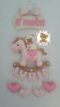 https://m.facebook.com/XENIA-creazioni-1413280015640861/ Fiocco nascita pony e orsetto con nome personalizzabile. Per informazioni scrivere un messaggio tramite la mia pagina Facebook XENIA creazioni