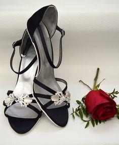 Farebné svadobné topánky - Barevné svatební boty, colour wedding shoes, tmavá modrá, navy blue Blues, Sandals, Fashion, Moda, Shoes Sandals, Fashion Styles, Fashion Illustrations, Sandal