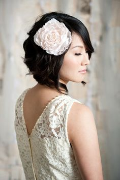 if you decide to cut your hair one day I vote for this one! It's gorgeous!   i wanna cut my hair RIGHT NOW   (ps: except for the fact that we don't have a straight hair.   ps²: i'ts really hard to find untied hairstyles, what's up with this 'bun fever' among brides?!)
