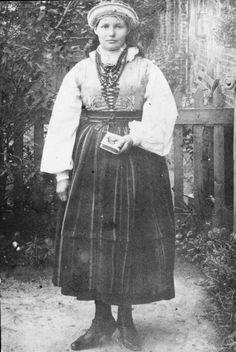Regional clothing from the gmina (district) of Sanniki, Poland, From the collections of the Community Centre in Sanniki [source].