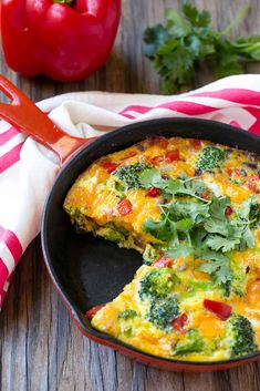 Low Carb Garden Veggie Frittata - easy to make delicious keto summer recipes Veggie Frittata, Frittata Recipes, Vegetarian Frittata, Vegetarian Eggs, Lidia Bastianich, Tilapia, Healthy Recipes, Keto Recipes, Healthy Breakfasts