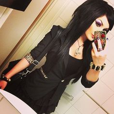 why didn't I do something like this when I had long black hair. Seriously regretting going blond. Ahhh, decisions decisions....