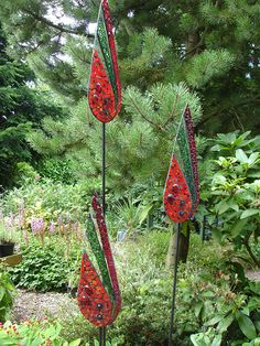 DIY Garden Mosaics Projects, A Simple But Meticulous Work Mosaic Garden Art, Garden Wall Art, Glass Garden Art, Metal Garden Art, Mosaic Diy, Mosaic Crafts, Mosaic Projects, Mosaic Glass, Fused Glass