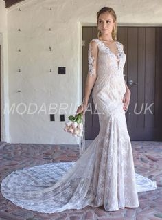 vestido de noiva manga renda. vestido de noiva manga longa. vestido de noiva casamento na praia. casamento diurno. vestido noiva calda renda. vestido noiva com transparências.