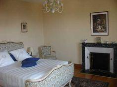 Une des Chambres d'hôtes à vendre de l'hôtel particulier situé à Périgueux centre ville