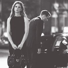 Harvey & Donna - I'd really appreciate it if we could get back to their relationship now . Suits Harvey And Donna, Donna Suits, Serie Suits, Suits Tv Series, Suits Show, Suits Tv Shows, Specter Suits, Harvey Specter, Donna Paulsen