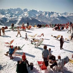 Hitting the slopes this week? Find our guide on how to go off piste in style on TheRake.com now (link in bio). Above, American photographer Slim Aarons captures the glamorous ski scene of Verbier, Switzerland, 1964.