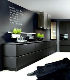 Stunning black kitchen design, kitchen trends for 2016 - 2017 Tap the link now to see where the world's leading interior designers purchase their beautifully crafted, hand picked kitchen, bath and bar and prep faucets to outfit their unique designs. Interior Design Kitchen, Home Design, Interior Design Living Room, Design Küchen, 2017 Design, Kitchen Designs, Handleless Kitchen, Style Deco, Black Kitchens