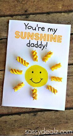 Uma lista com 10 ideias criativas de cartão para o Dia dos Pais para você fazer em casa com as crianças. Tudo simples e fácil de fazer.