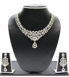 Buy best beauty kits, Fashion Jewellary online: Pearls Jewel Set