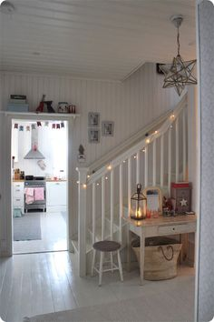 - Ideas for a future Home - Cottage Living, Cottage Chic, Style At Home, Hallway Decorating, Interior Decorating, Diy Home Decor, Room Decor, House Inside, Scandinavian Home