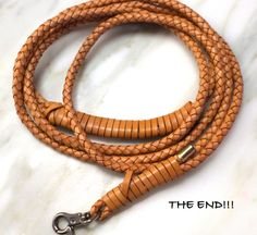 braided leather dog leash - Diy And Craft Leather Diy Crafts, Leather Projects, Diy Braids, Easy Diy Gifts, Animal Projects, Diy Projects, Project Ideas, Dog Crafts, Leather Dog Collars