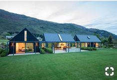 This Wanaka holiday home was designed to cater for extended family and friends. Pete and Belinda Blaxland had often thought of. Architecture Durable, Modern Barn House, Rural House, Farm House, Modern Farmhouse Exterior, Shed Homes, Exterior Design, Future House, Building A House