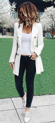 how to wear a white blazer top bag skinnies loafers