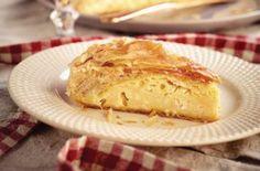Πρωτοχρονιάτικη τυρόπιτα Μακεδονίας - Εύκολη και λαχταριστή - Γεύση & Συνταγές - Athens magazine Banana Bread, Desserts, Food, Tailgate Desserts, Deserts, Eten, Postres, Dessert, Meals