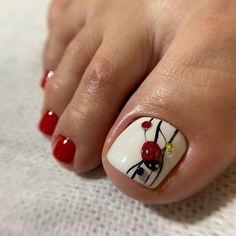 На изображении может находиться: один или несколько человек и часть тела крупным планом Flower Toe Nails, Gel Toe Nails, Toe Nail Art, Pretty Toe Nails, Cute Toe Nails, Hot Nails, Flower Pedicure Designs, Toe Nail Designs, Toe Nail Color